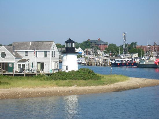 hyannis-harbor-affordable-vacation-home